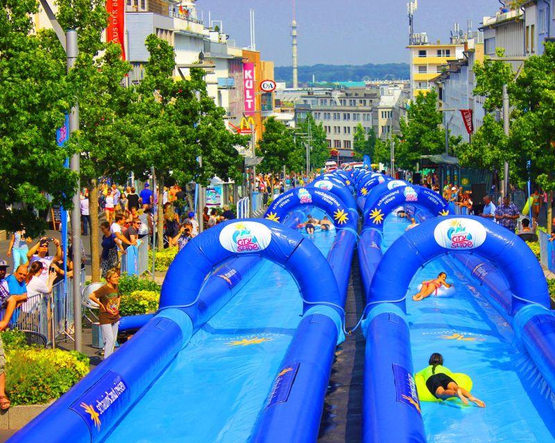 Wasserrutsche Xxl Wasserspaß In Köln Und Mönchengladbach